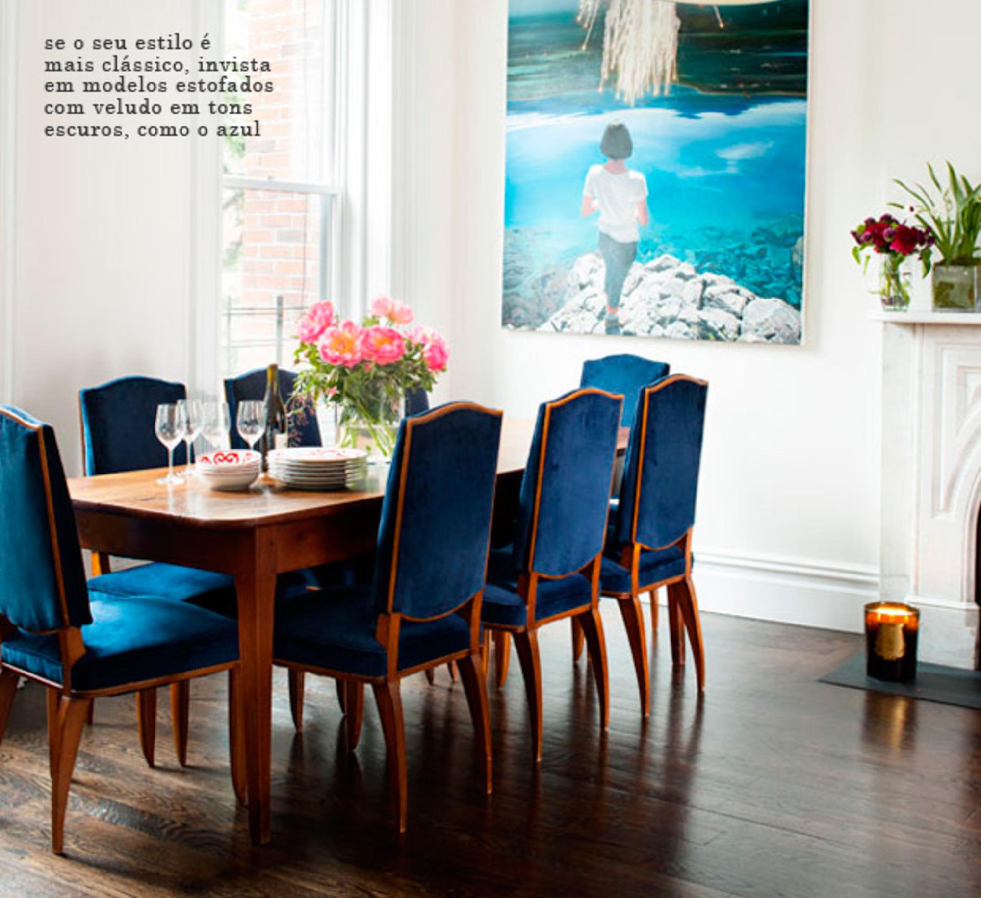 Cadeiras Coloridas Na Mesa De Jantar Casa De Valentina -> Decoracao De Sala Azul Marinho