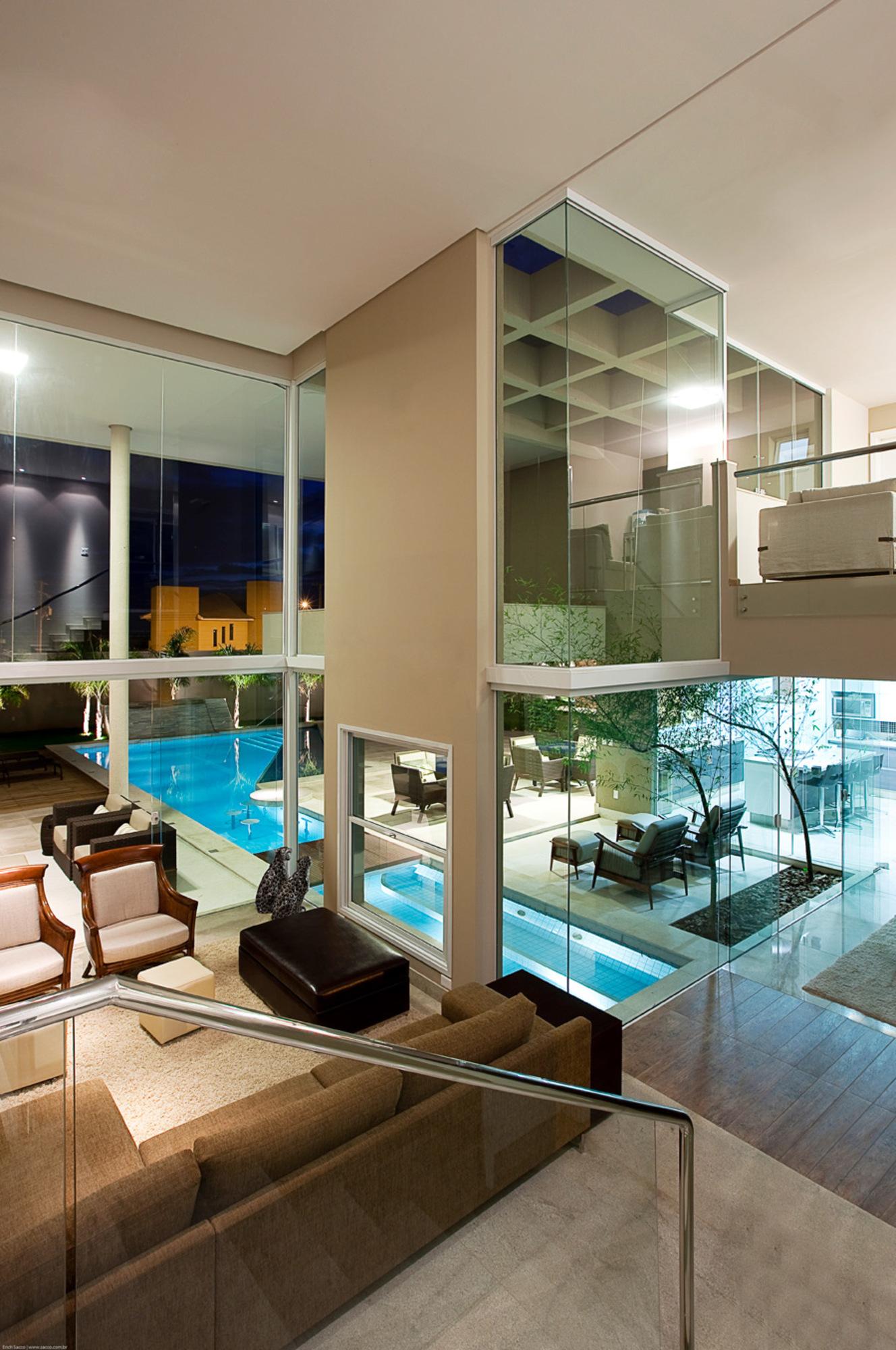 Uma piscina dentro de casa casa de valentina for Piscinas dentro de casa