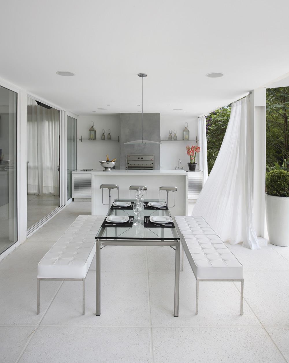 Minimalista mas aconchegante casa de valentina for Casa minimalista grande