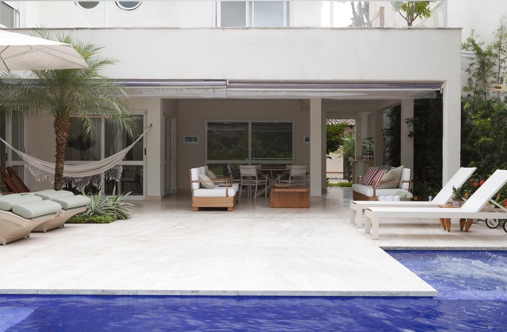 Decoração de: Fachada - varanda; piscina