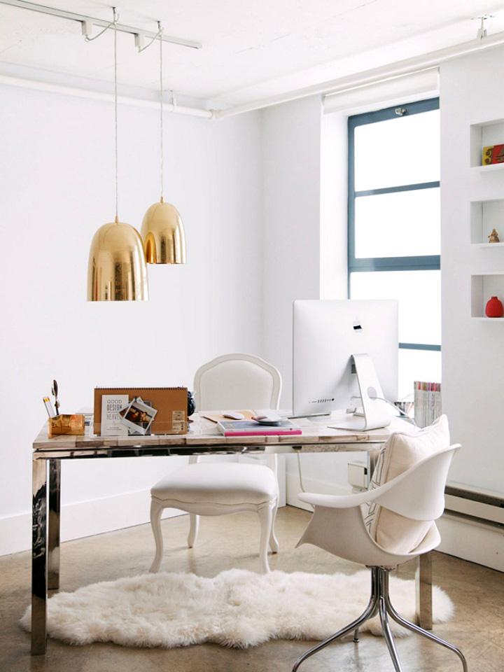 Decoração de: Home office - luminárias pendentes douradas; Casa de Valentina