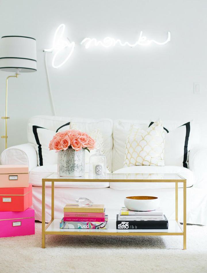 Decoração de: Sala de estar - mesa de centro dourada; Casa de Valentina