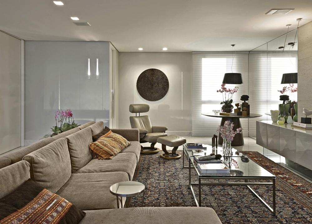 Decoração de: Sala de televisão - sofá modular bege; Casa de Valentina