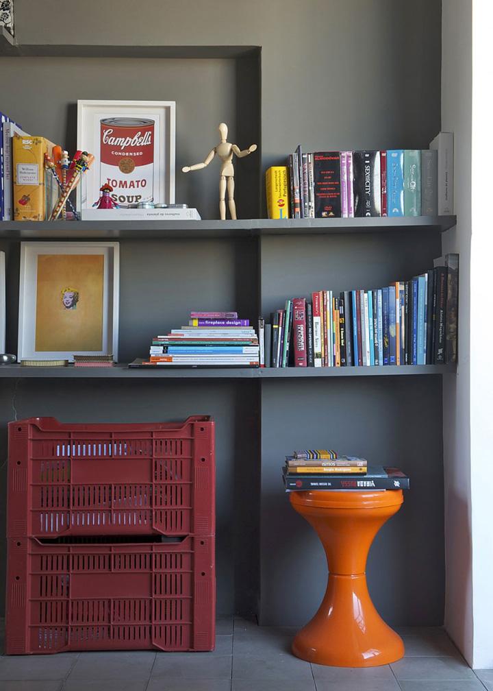 Decoração de: Detalhes  - banco laranja de acrílico; Casa de Valentina