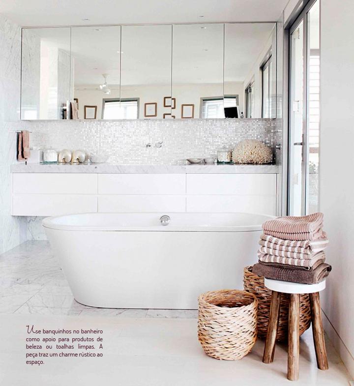 Decoração de: Banheiro - banco pequeno rústico; Casa de Valentina