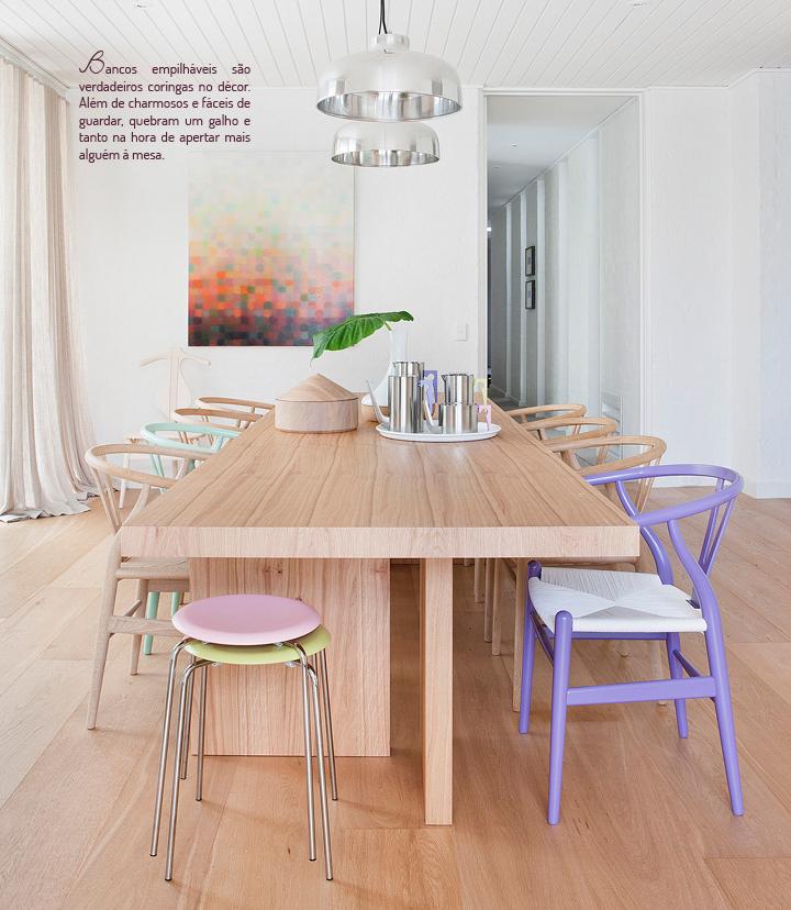 Decoração de: Sala de jantar - bancos empilháveis coloridos; Casa de Valentina
