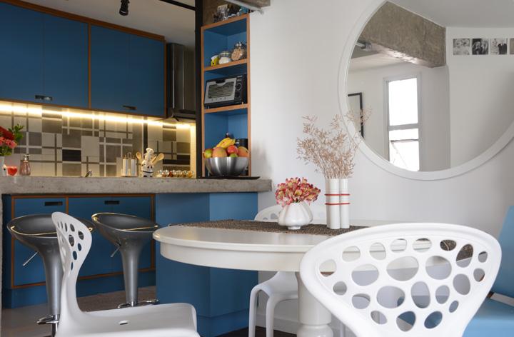 Decoração de Cozinha integrada; Armários azuis; Casa de Valentina