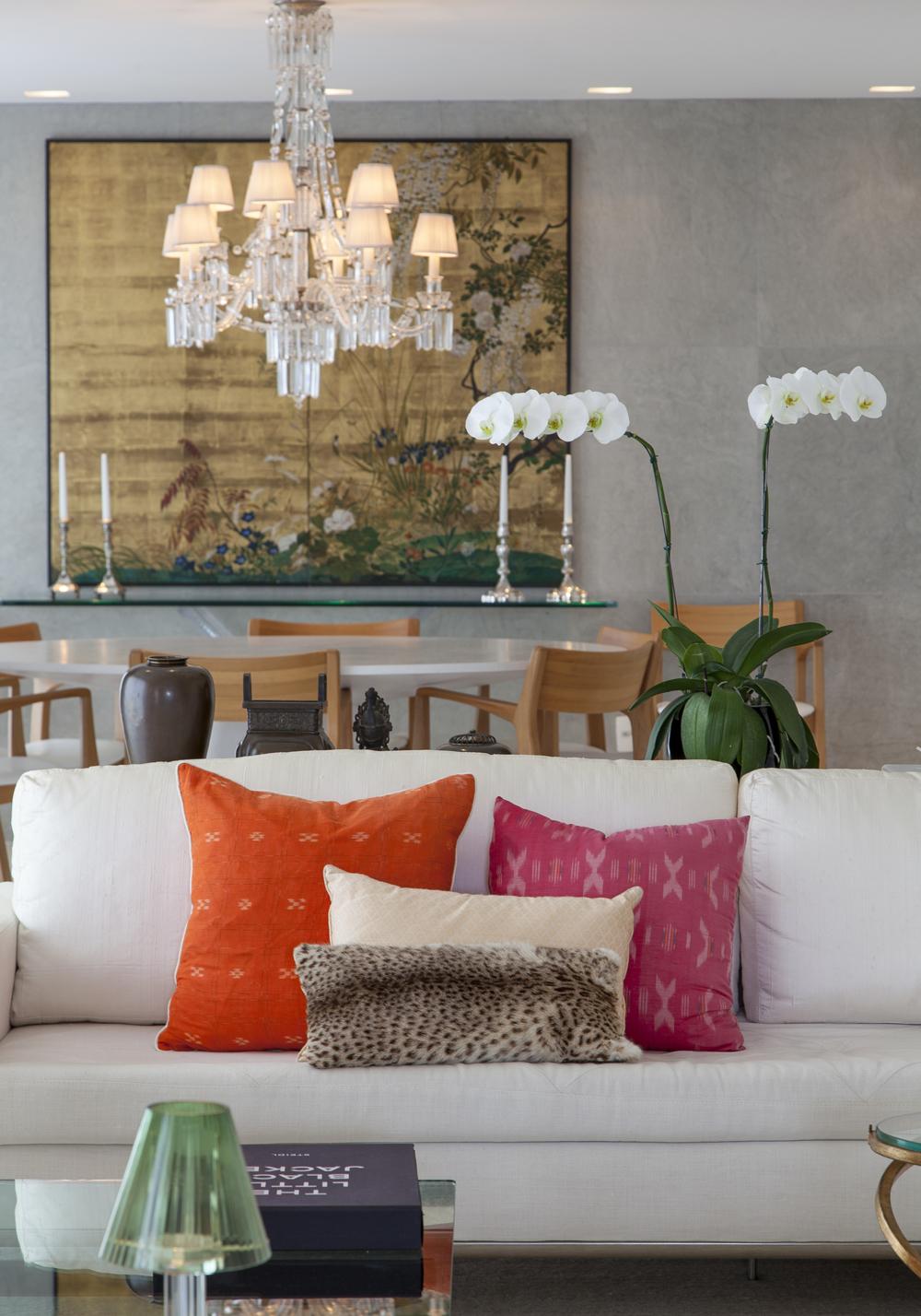 Sala de estar; almofadas coloridas; Casa de Valentina