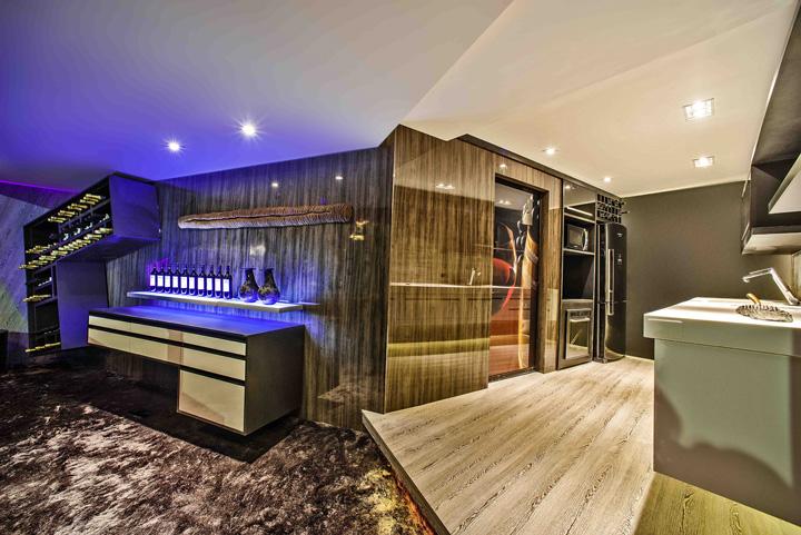 Decoração de: Cozinha integrada; estante assimétrica; Casa de Valentina