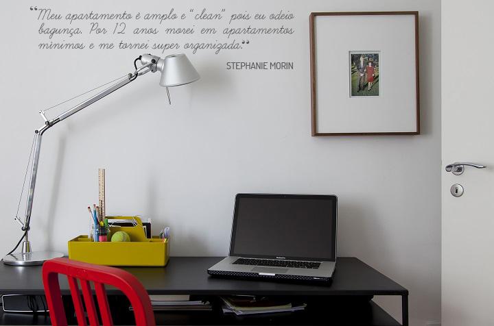 Decoração de: Home office; cadeira vermelha; Casa de Valentina