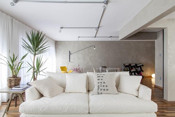 Decoração de: Sala de estar; sofá branco; Casa de Valentina
