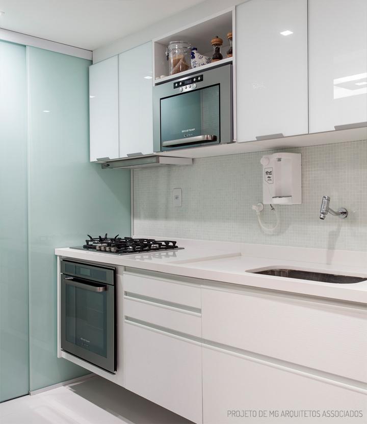 Decoração de: Cozinha; armário branco; Casa de Valentina