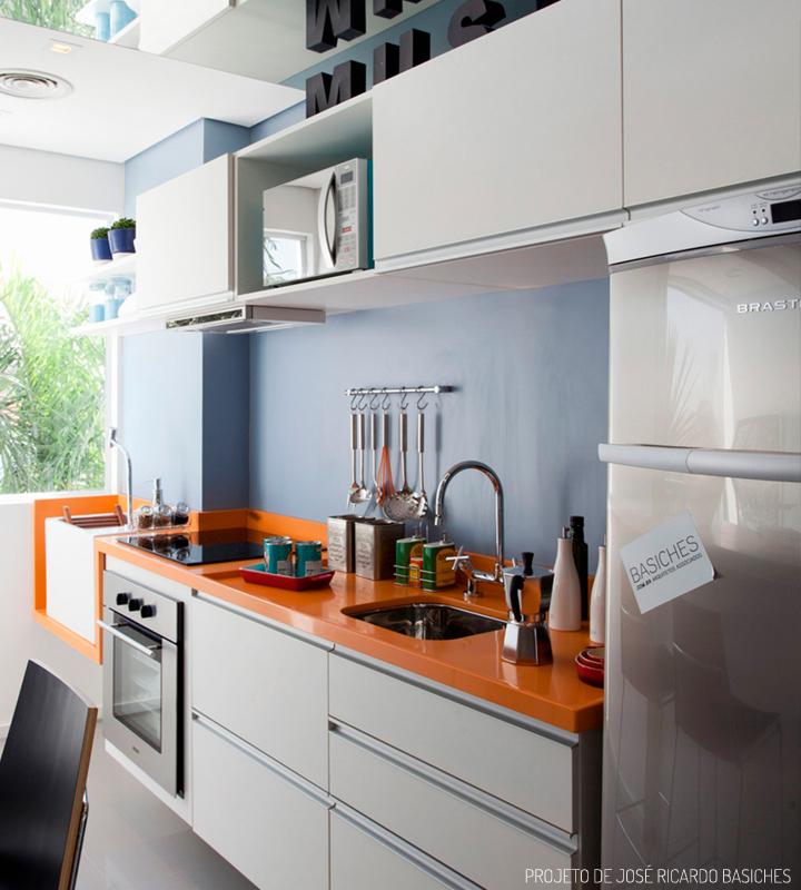 Decoração de: Cozinha integrada; parede azul; Casa de Valentina