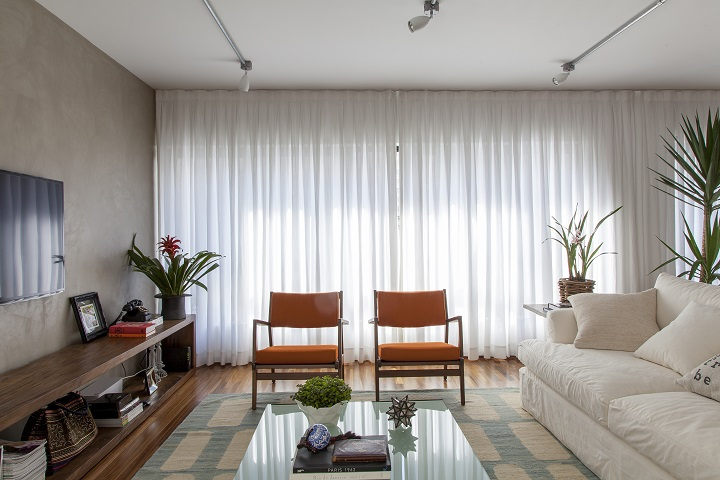Decoração de: Sala de estar; cadeiras laranjas; Casa de Valentina