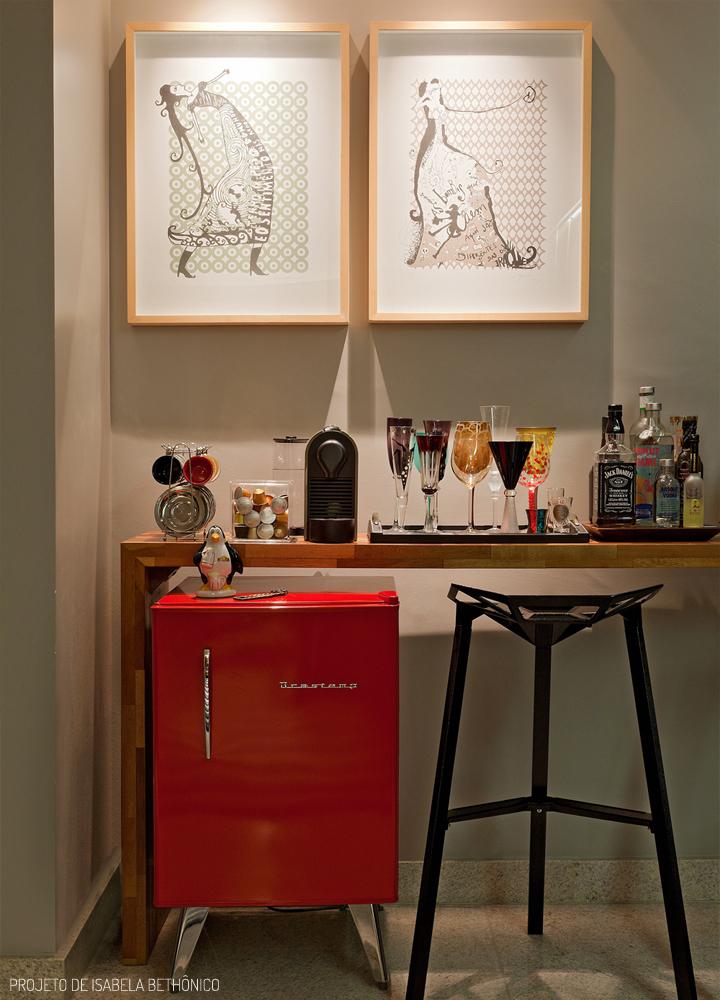 Decoração de: Detalhes; frigobar vermelho retrô; Casa de Valentina