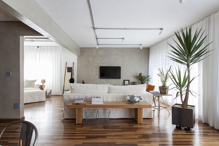 Decoração de: Sala de estar - banco de madeira; Casa de Valentina