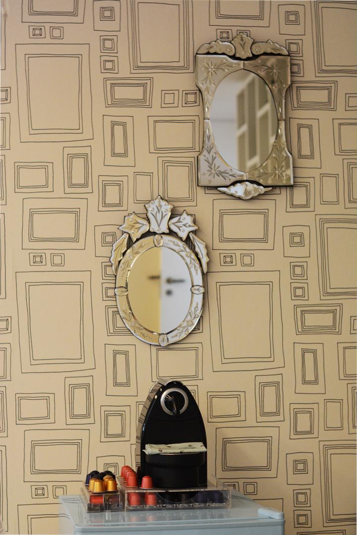 Decoração de: Detalhes; papel de parede de molduras; Casa de Valentina