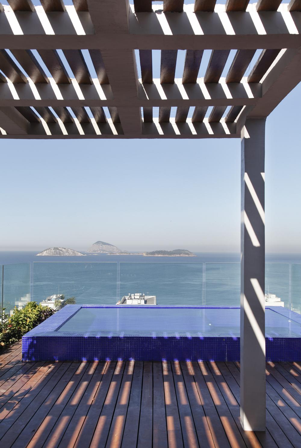Decoração de: Detalhes; piscina infinita; Casa de Valentina