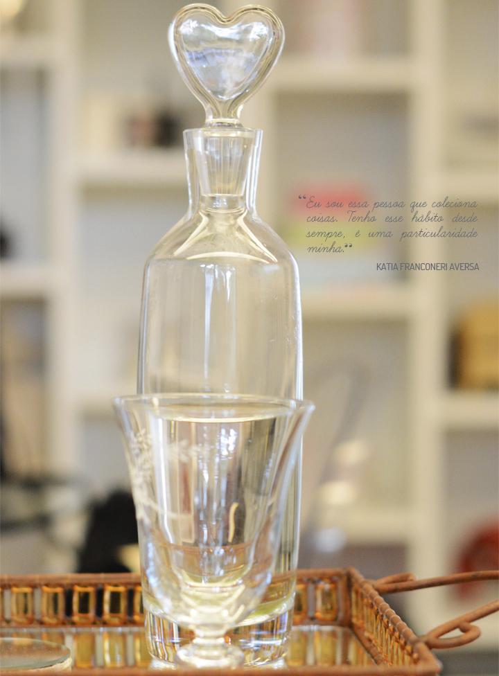 Decoração de: Detalhes; garrafa com tampa de coração; Casa de Valentina
