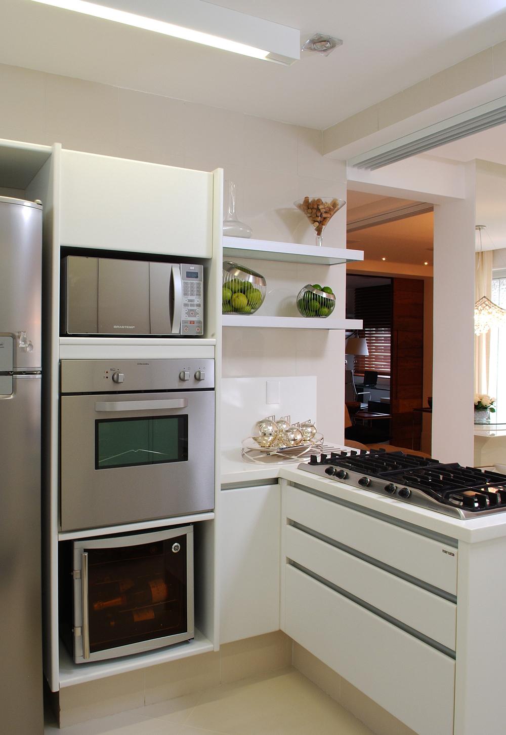 Decoração de: Cozinha; bancada branca; Casa de Valentina