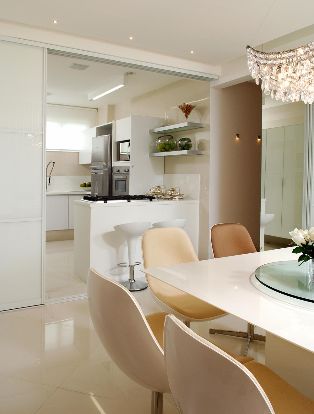 Decoração de: Detalhes; cozinha semi integrada;  Casa de Valentina