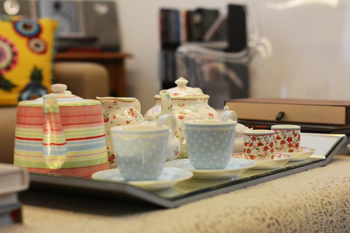 Decoração de: Detalhes; jogo de chá floral; Casa de Valentina