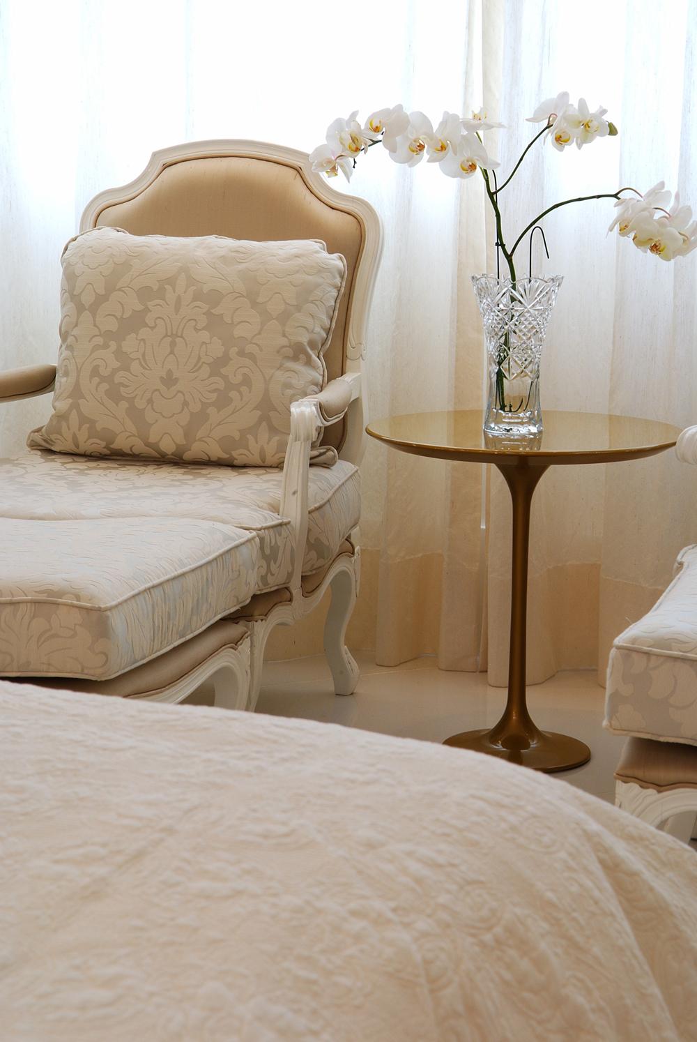 Decoração de: Detalhes; mesa lateral redonda; Casa de Valentina