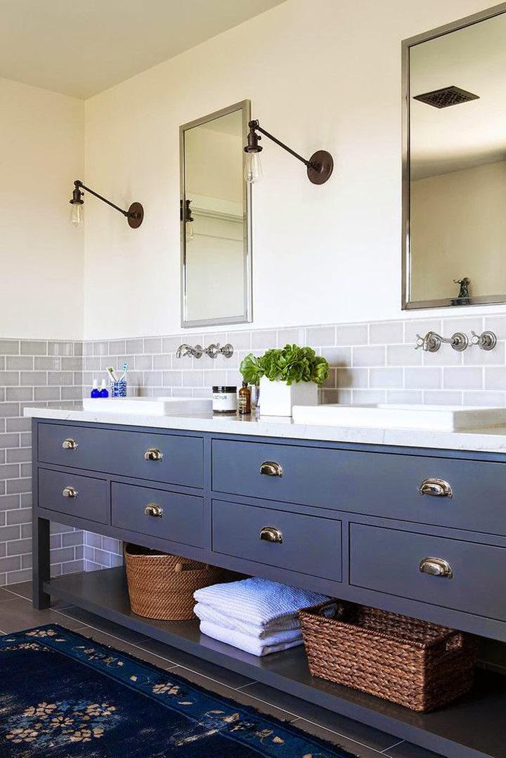 Decoração de: Banheiro; armário azul; Casa de Valentina