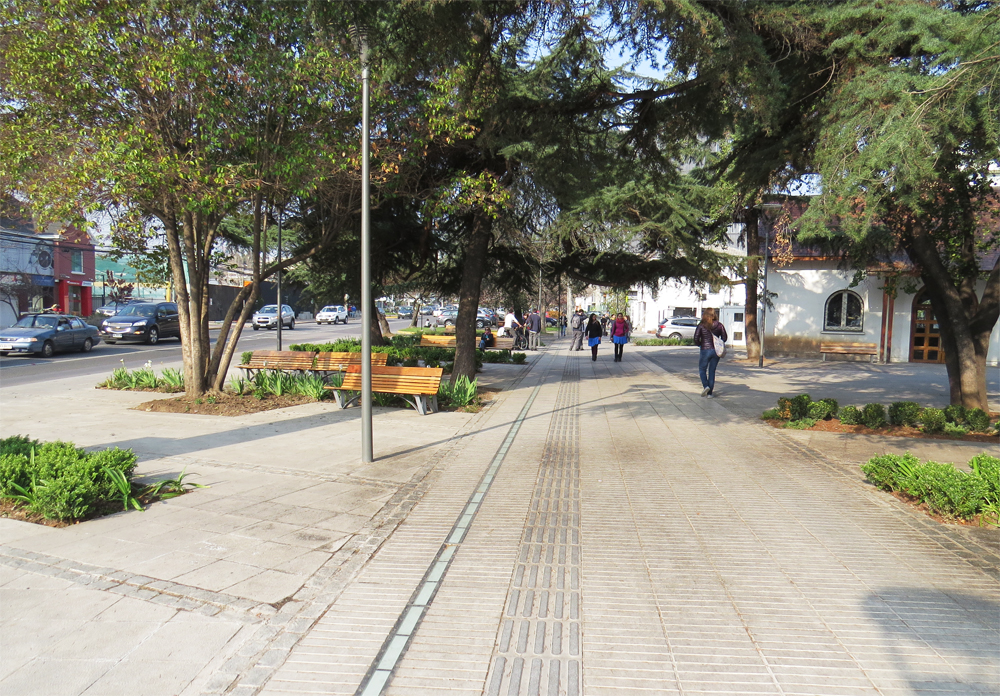 Decoração de: calçada ampla; Casa de Valentina