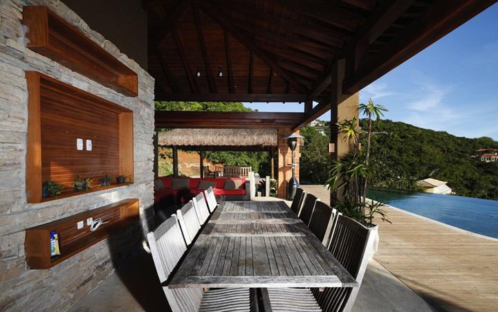 Decoração de: Varanda; mesa de madeira para área externa; Casa de Valentina