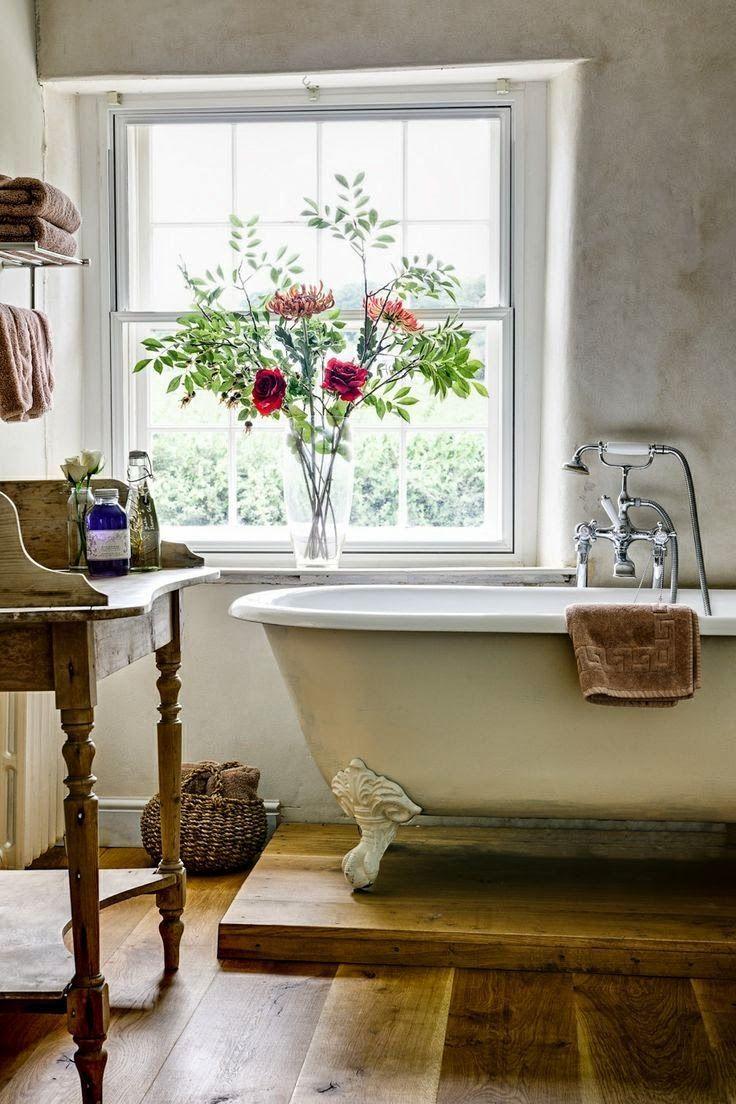 Decoração de: Banheiro; vaso de flores; Casa de Valentina