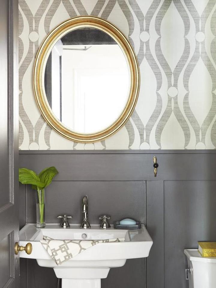 Decoração de: Banheiro; papel de parede branco e cinza; Casa de Valentina
