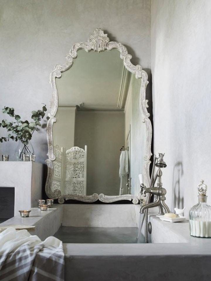 Decoração de: Banheiro; espelho com moldura rococó; Casa de Valentina