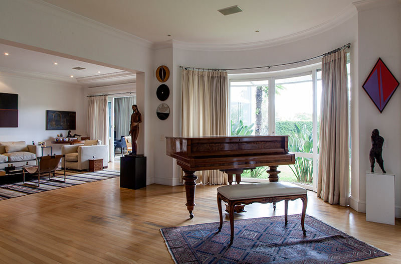 Decoração de: Sala de estar; piano antigo; Casa de Valentina