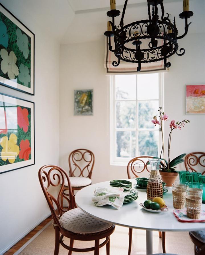 Decoração de: Sala de jantar; cadeira com encosto detalhado;  Casa de Valentina