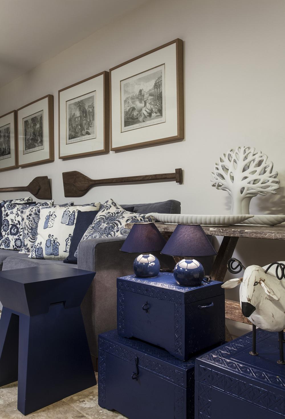 Decoração de: Detalhes; bau azul; Casa de Valentina