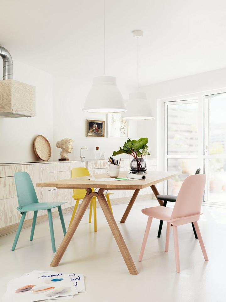 Decoração de: Sala de jantar; cadeiras em tom pastél;  Casa de Valentina