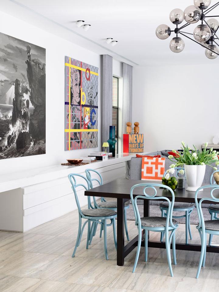 Decoração de: Sala de jantar; cadeiras azuis;  Casa de Valentina