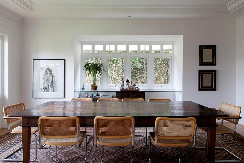 Decoração de: Sala de jantar; mesa de jantar de madeira retangular; Casa de Valentina