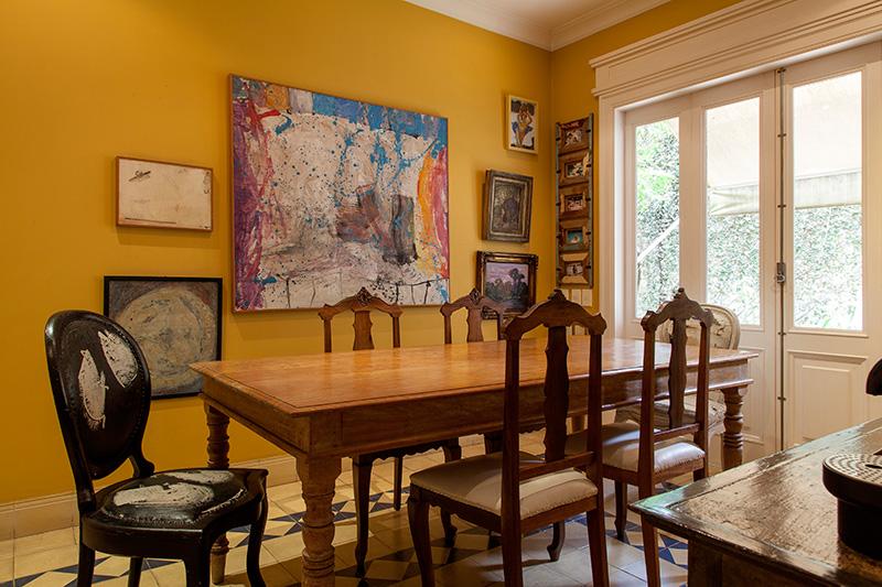Decoração de: Copa; parede amarela;  Casa de Valentina