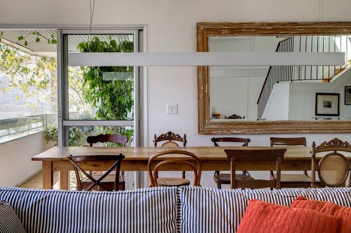 Decoração de: Sala de jantar; mesa de madeira; Casa de Valentina