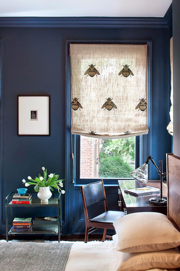 Decoração de: Detalhes; parede azul marinho; Casa de Valentina