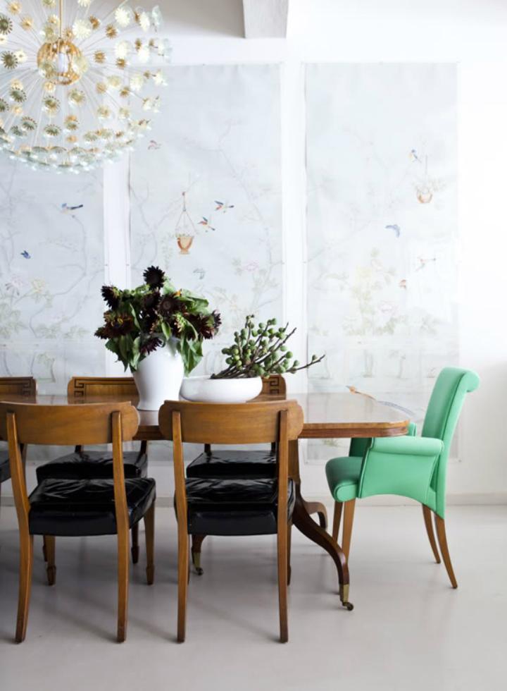 Decoração de: Sala de jantar; cadeira estofada verde;  Casa de Valentina