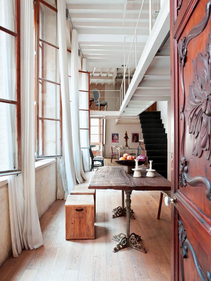 Decoração de: Detalhes; mesa de madeira antiga; Casa de Valentina