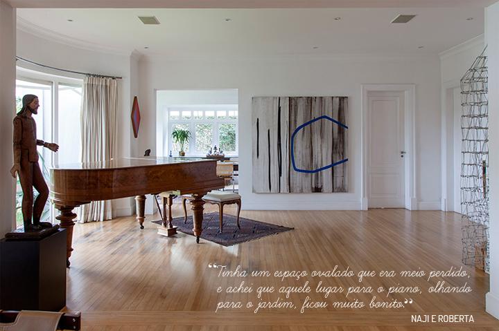 Decoração de: Sala de estar; quadro abstrato cinza, branco e azul; Casa de Valentina