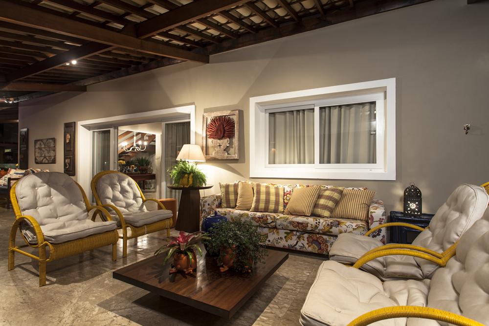Decoração de: Varanda; sofá estofado; Casa de Valentina