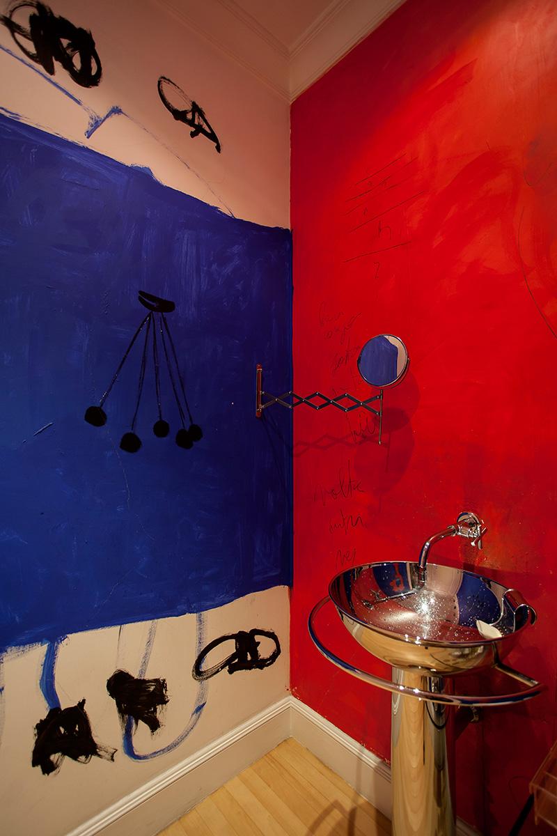 Decoração de: Lavabo; parede vermelha; Casa de Valentina