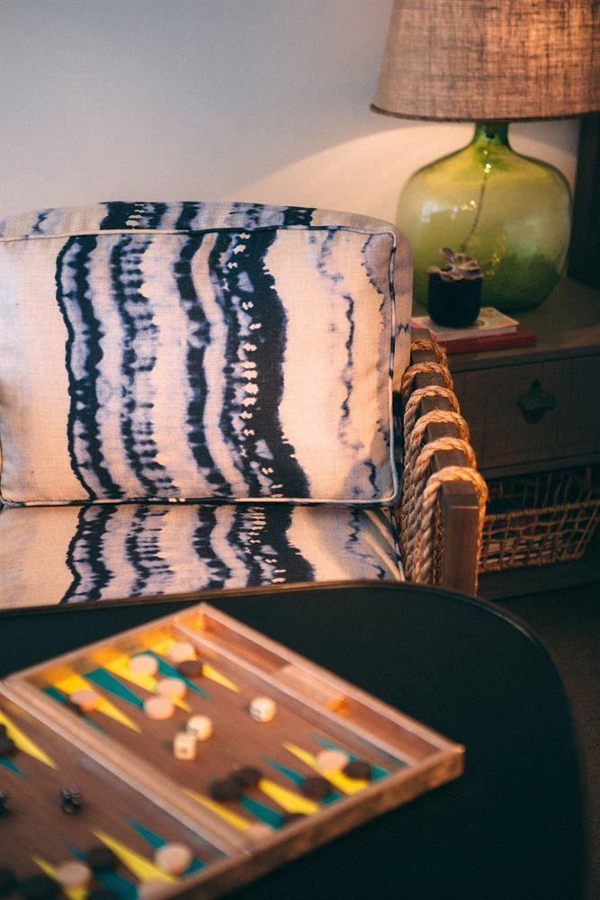 Decoração de: Detalhes; poltrona tie dye; Casa de Valentina