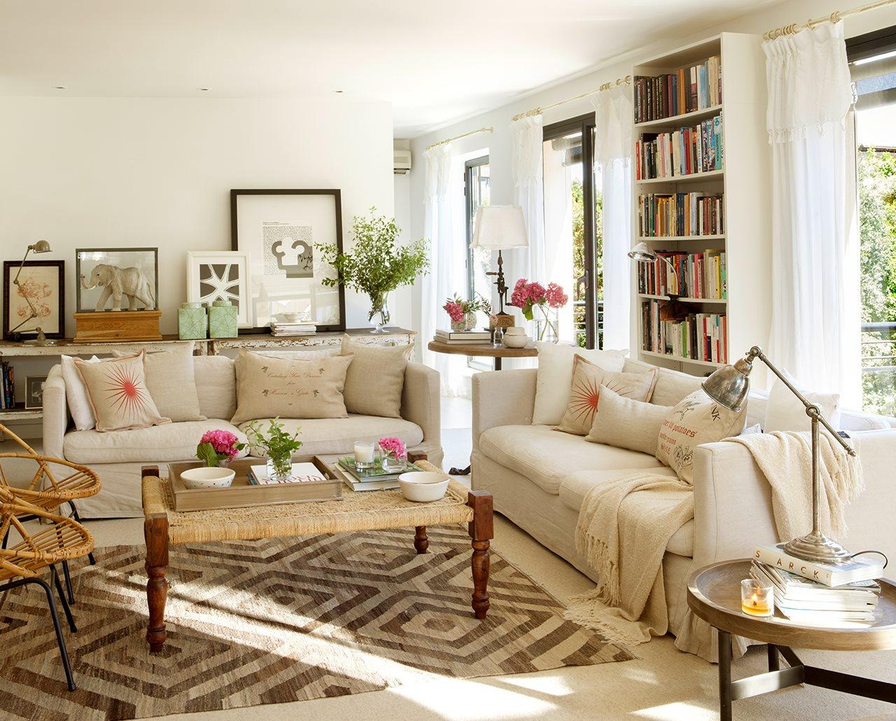 Decoração de: Sala de estar; banco de palha; Casa de Valentina