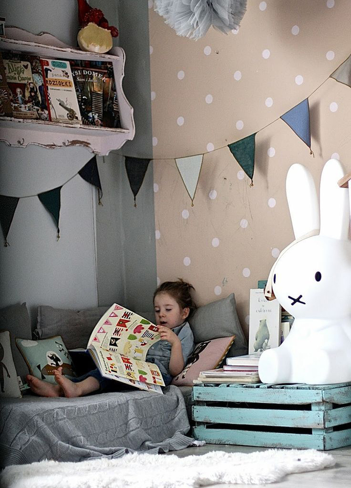Decoração de: Quarto de criança; papel de parede poá; Casa de Valentina